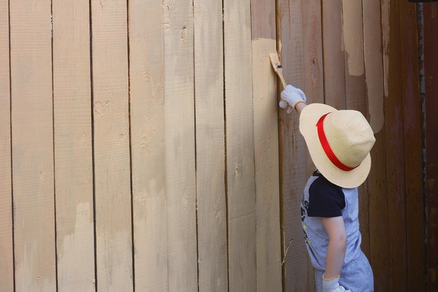 3 Reasons Why Your Fence Paint Keeps Washing Off